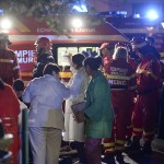 Emergency services work outside a nightclub in Bucharest, Romania October 31, 2015. Twenty five died in a nightclub blast and fire late on Friday and at least 88 people were admitted to hospital, government officials said. REUTERS/Inquam Photos THIS IMAGE HAS BEEN SUPPLIED BY A THIRD PARTY. IT IS DISTRIBUTED, EXACTLY AS RECEIVED BY REUTERS, AS A SERVICE TO CLIENTS. ROMANIA OUT. NO COMMERCIAL OR EDITORIAL SALES IN ROMANIA. - RTX1U1QM
